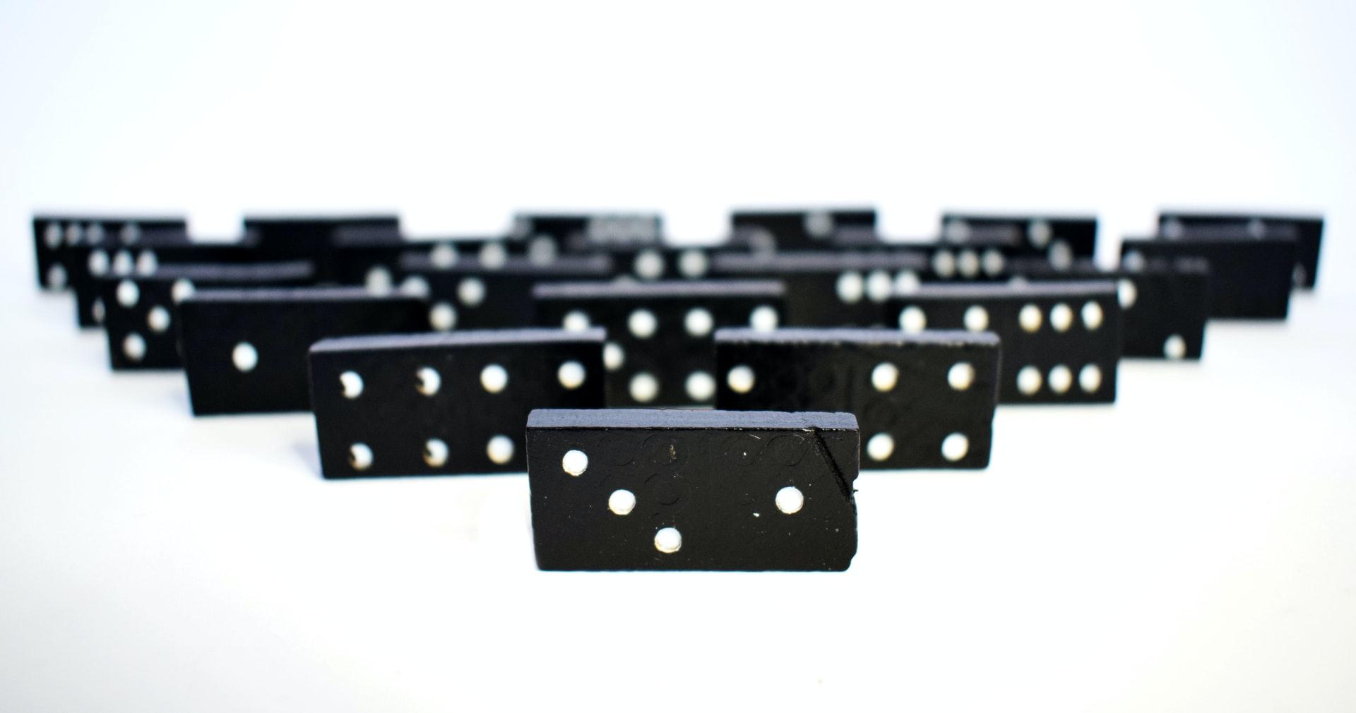 La théorie des dominos : Covid-19 et ses conséquences